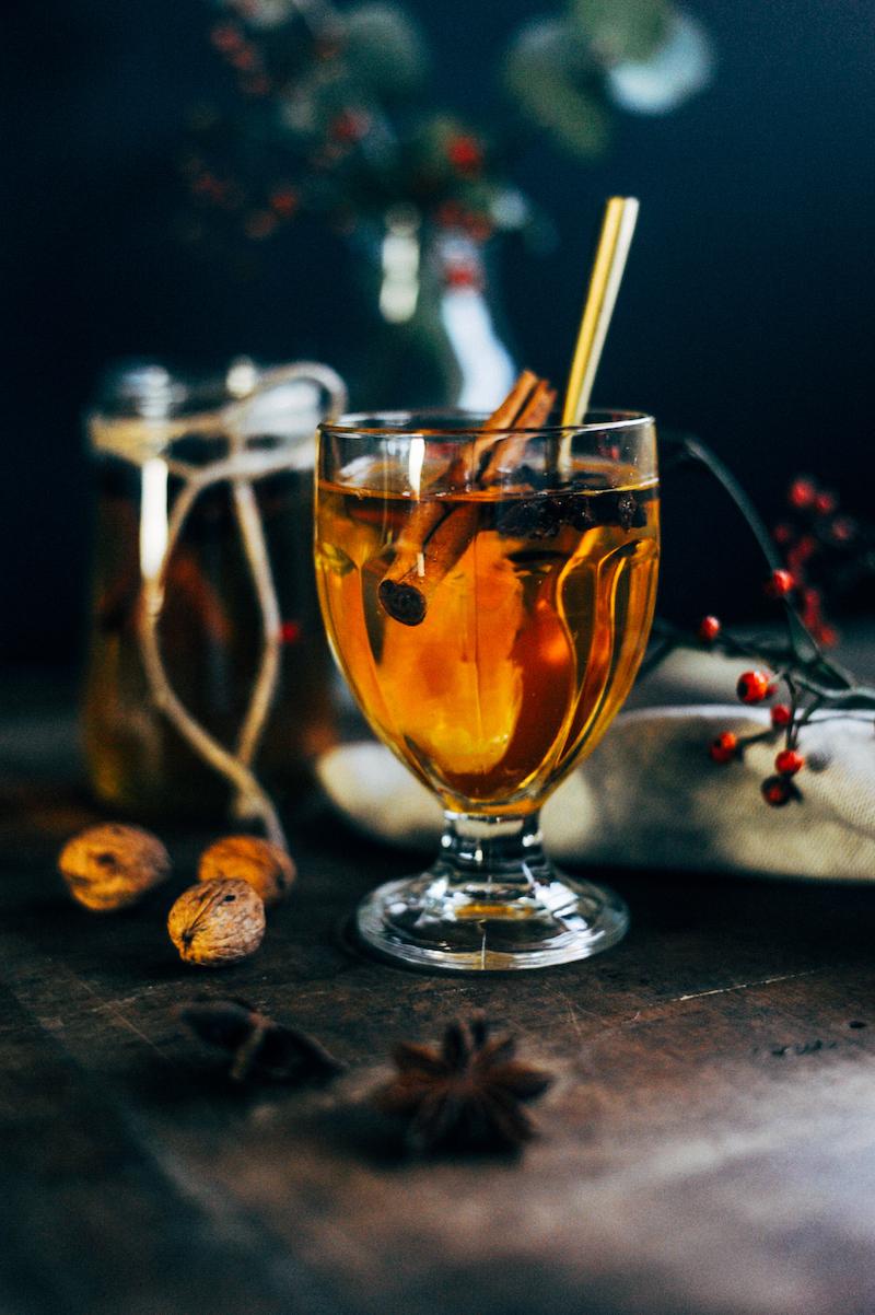 Foodfotografie en foodstyling magazinestijl, drinks, thee, cider, kaneel, styling